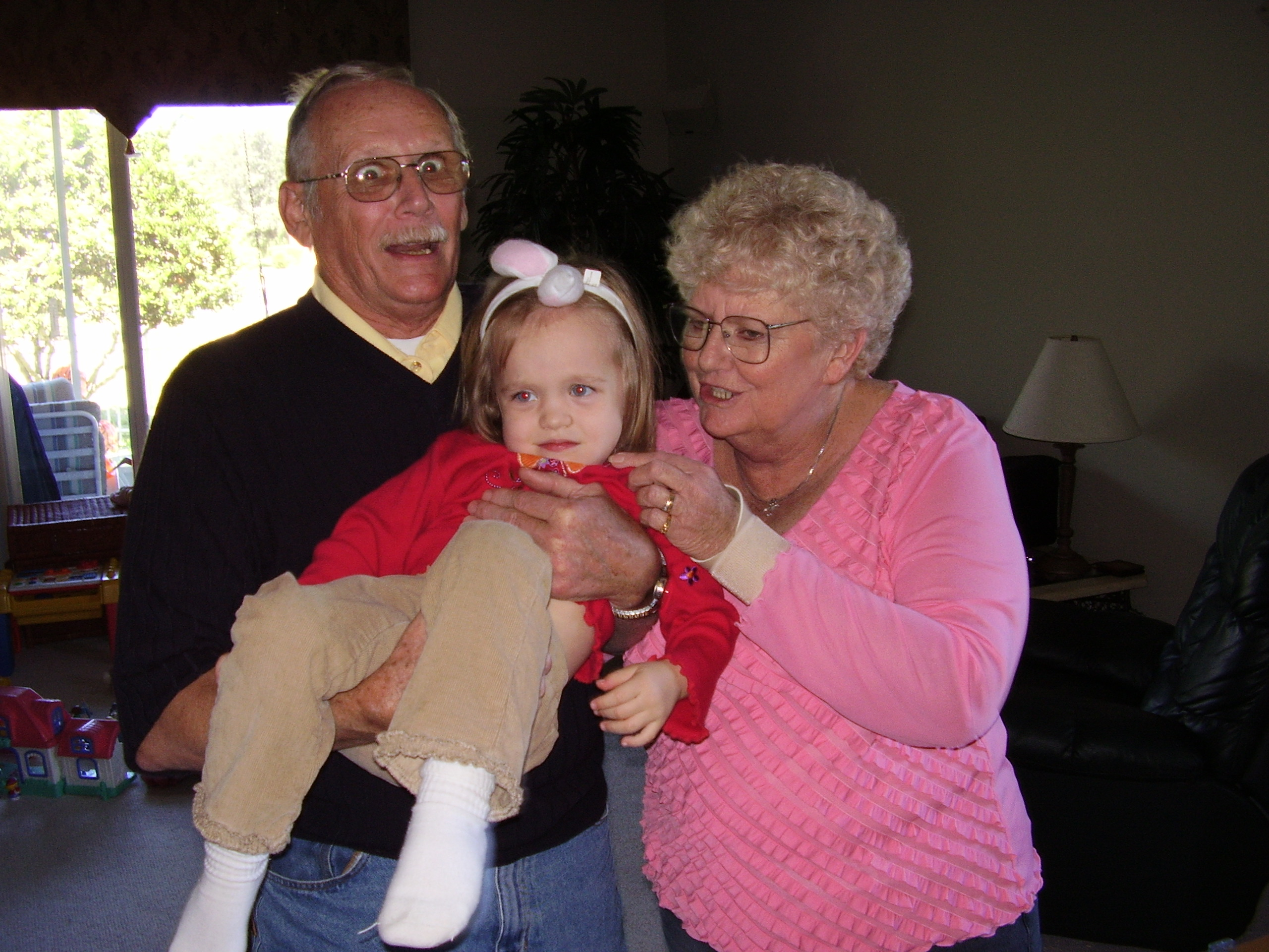 Jim & Vikki and our daughter Jennifer on a visit to their home in Oviedo October 2006.