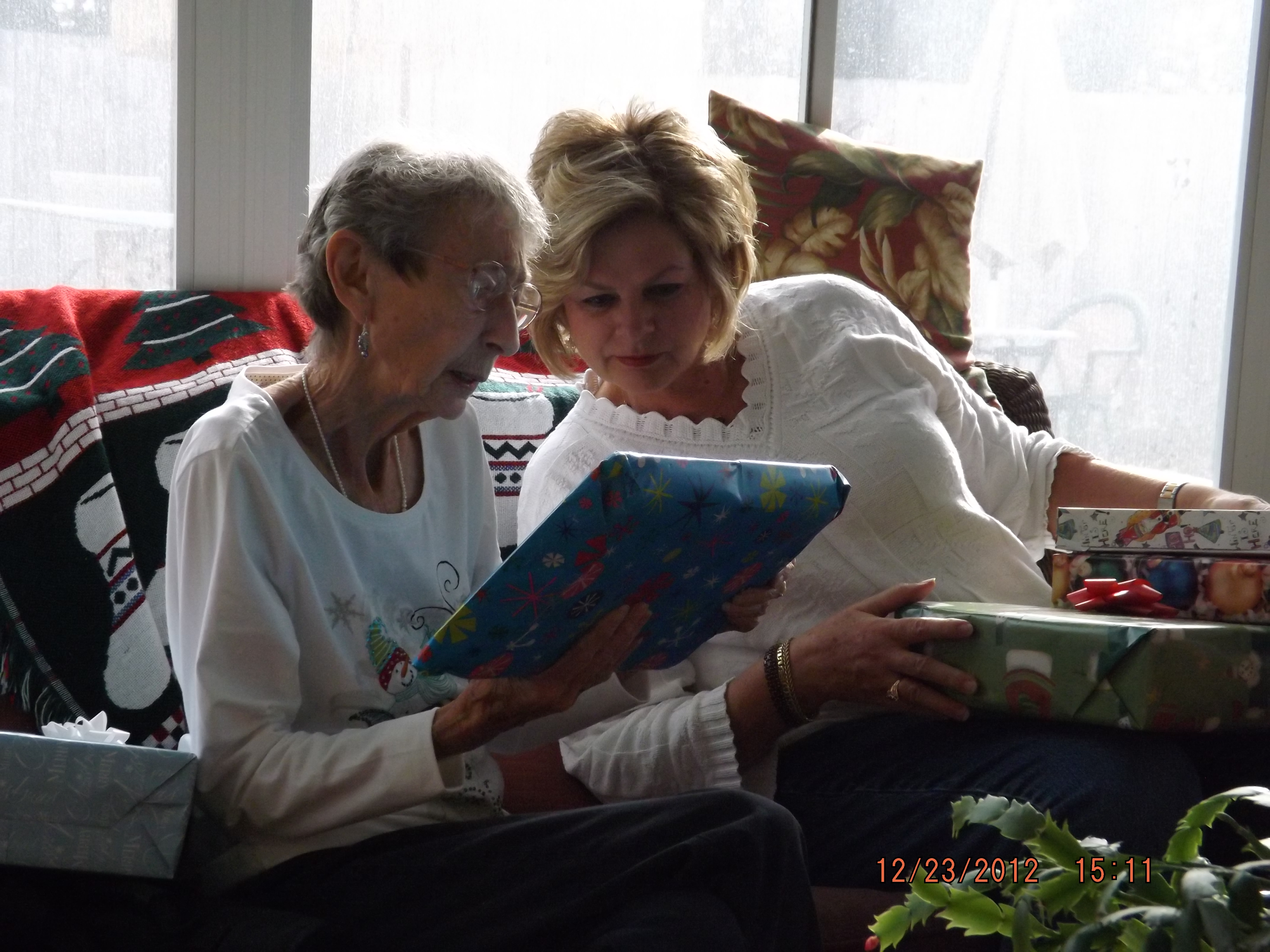 Linda & Doris exchanging Christmas presents.