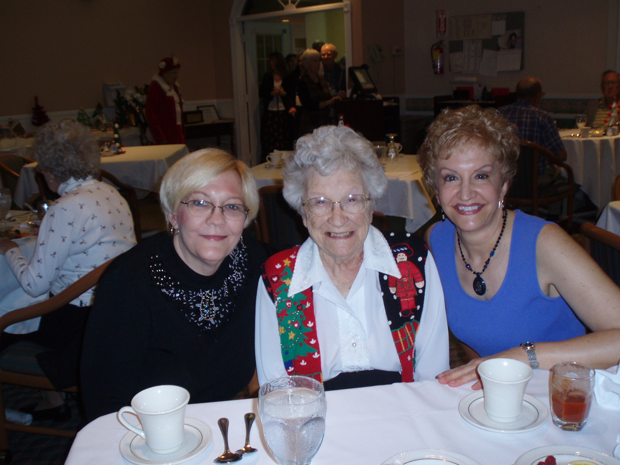 Sue with Mom and sister Laura