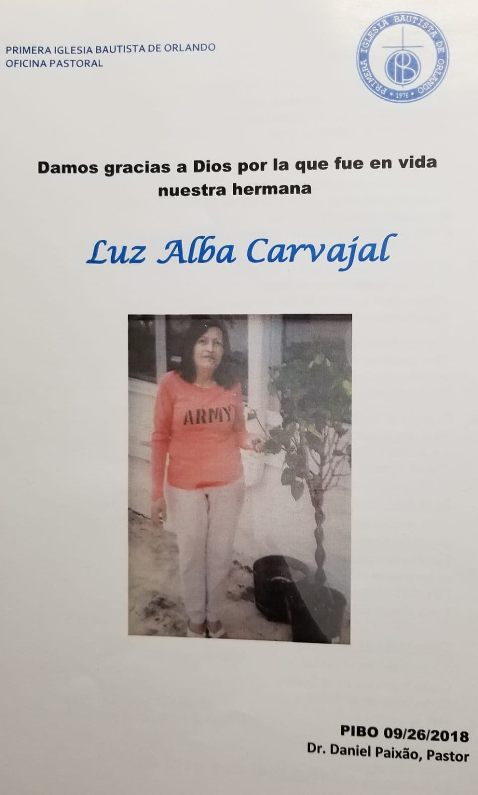 """A Luz Alba le encantaba cuidar sus matas. El folleto contiene unas canciones que le gustaba mucho. Alabanza como """"Cuan grande es El!"""""""