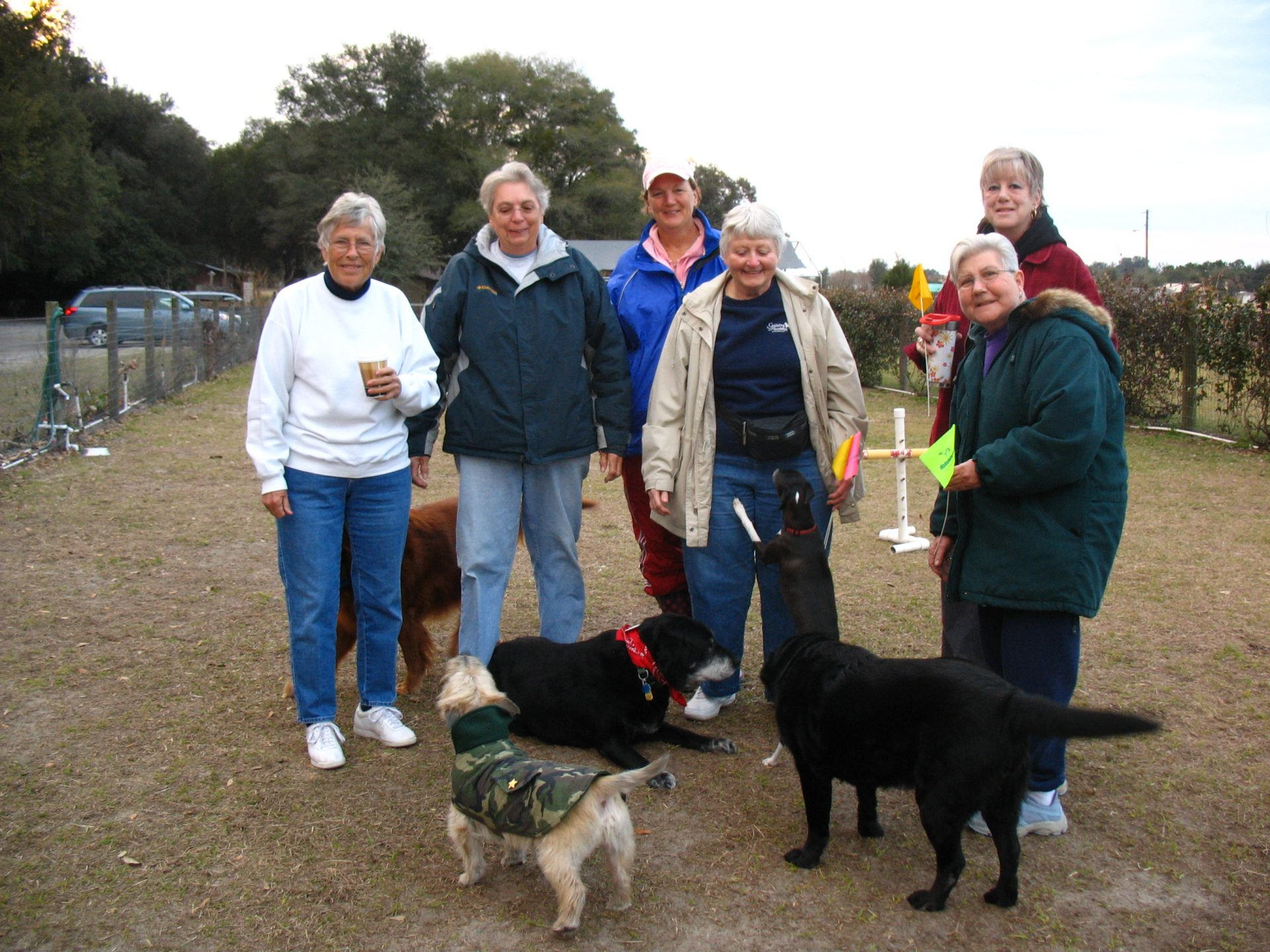 Morning gathering at Doggie Do Run Run with friends. Around 2006