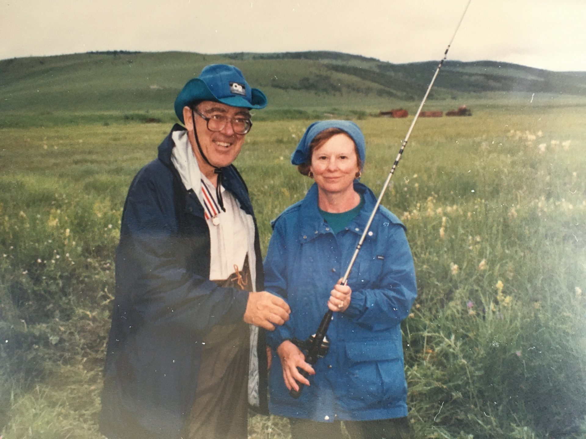 Dick and Thelma fishing in Mongoloa, July 1990