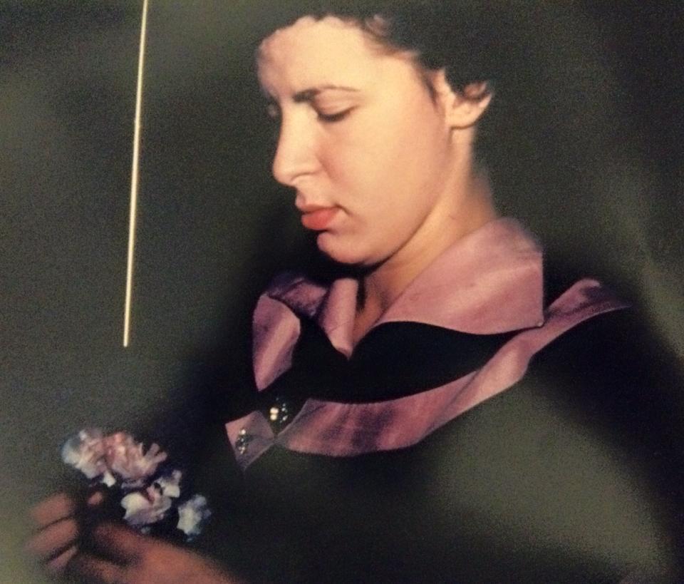 Mom picture taken by dad, prekids...