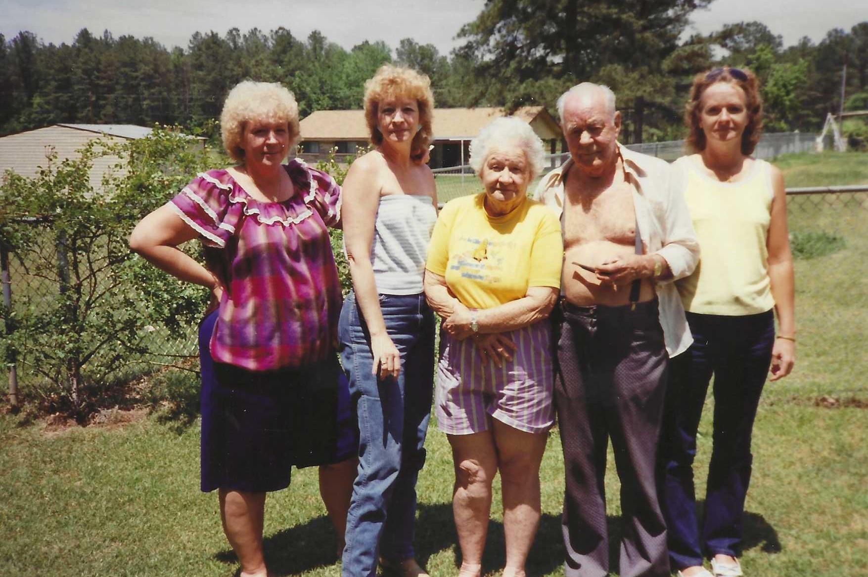 Linda with sister Ginger Faye Pugh, parents Alice and Murphy Vance, and sister Susan Carol Penick.