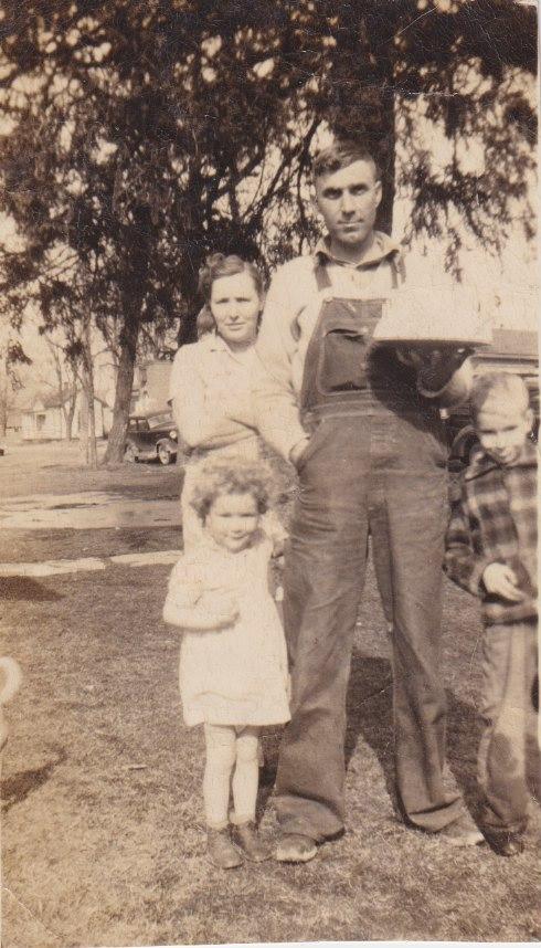 Bask of Pic says Dayton Ohio 1949