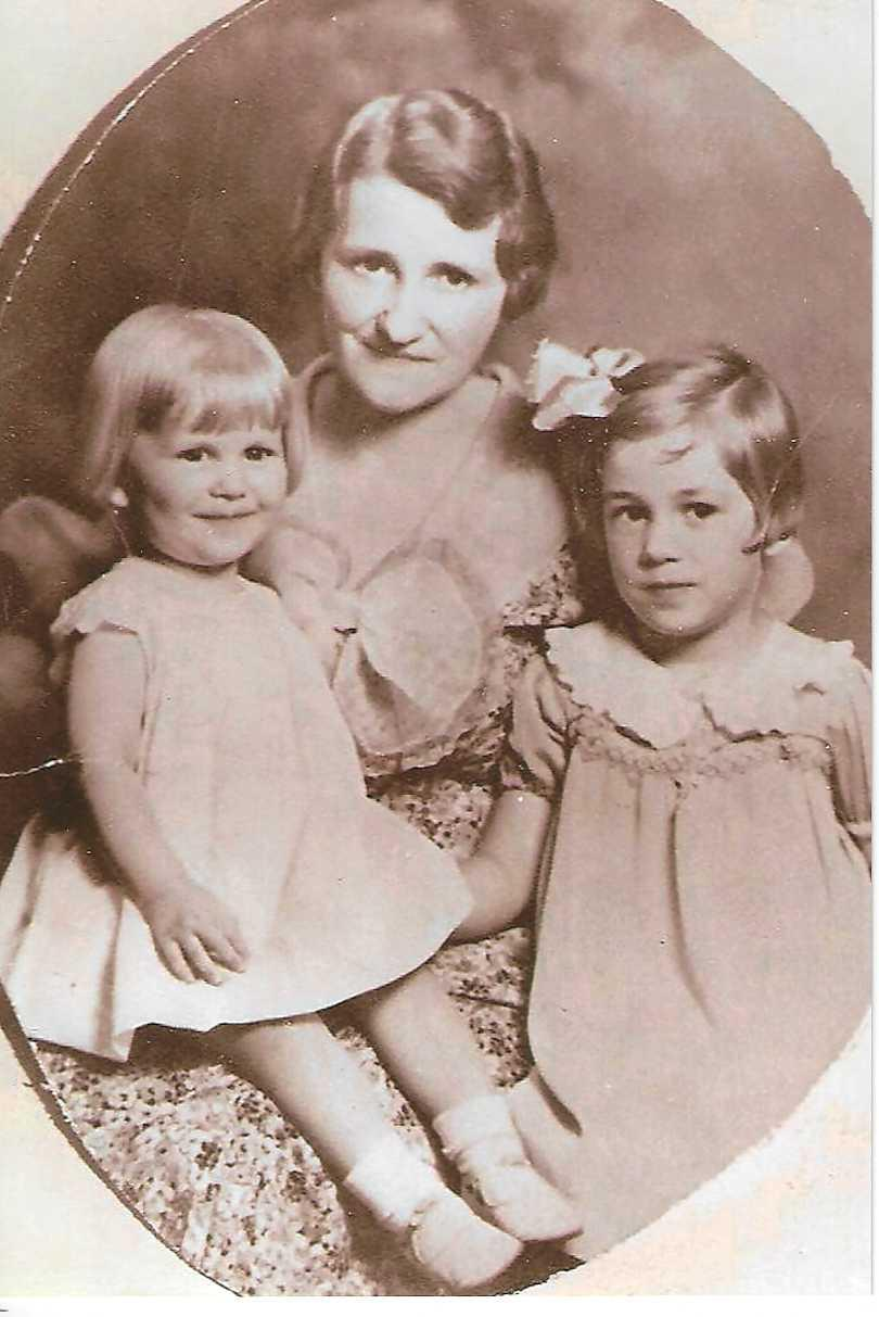 Mary Lou with her mother and sister Lois (1934?)