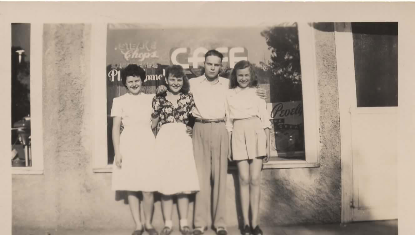 Emmagene, Allabelle, Floyd, and Eloise Mattoon about 1947.