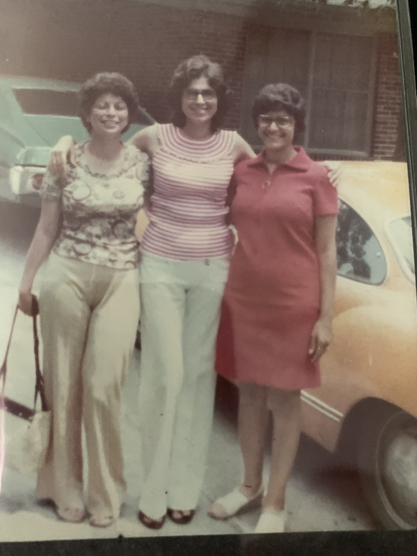 Pat with sisters Polly an Susie