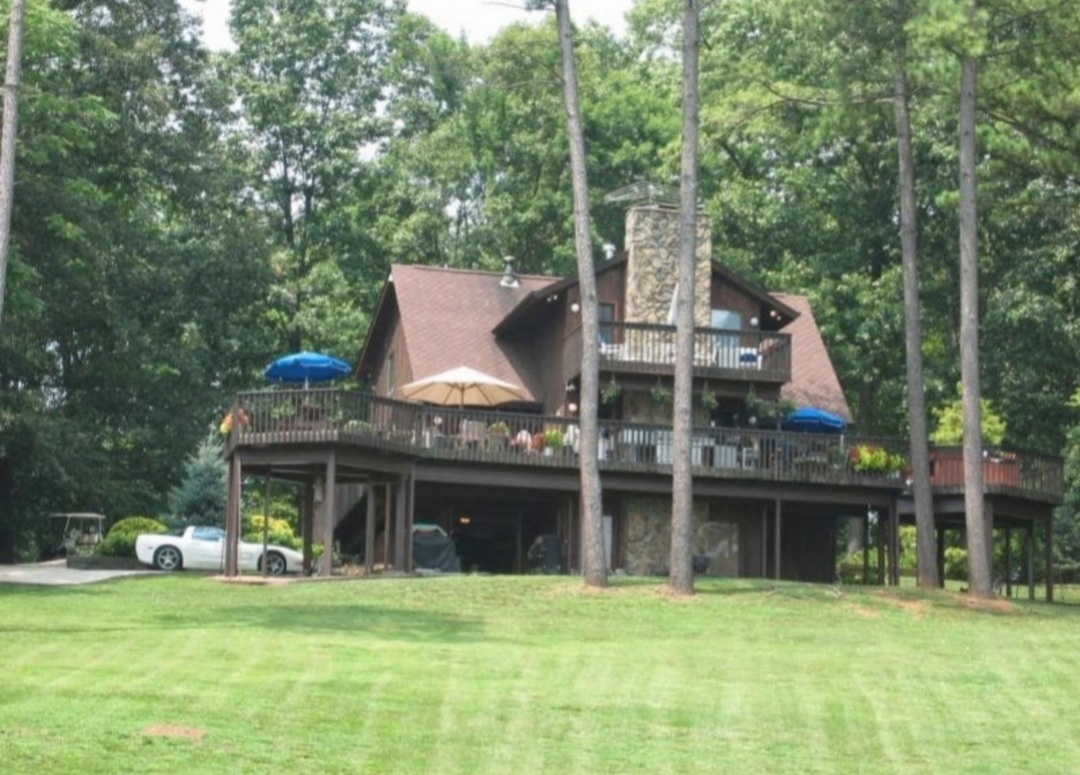 Tom and Karen's beautiful home in Tennessee.