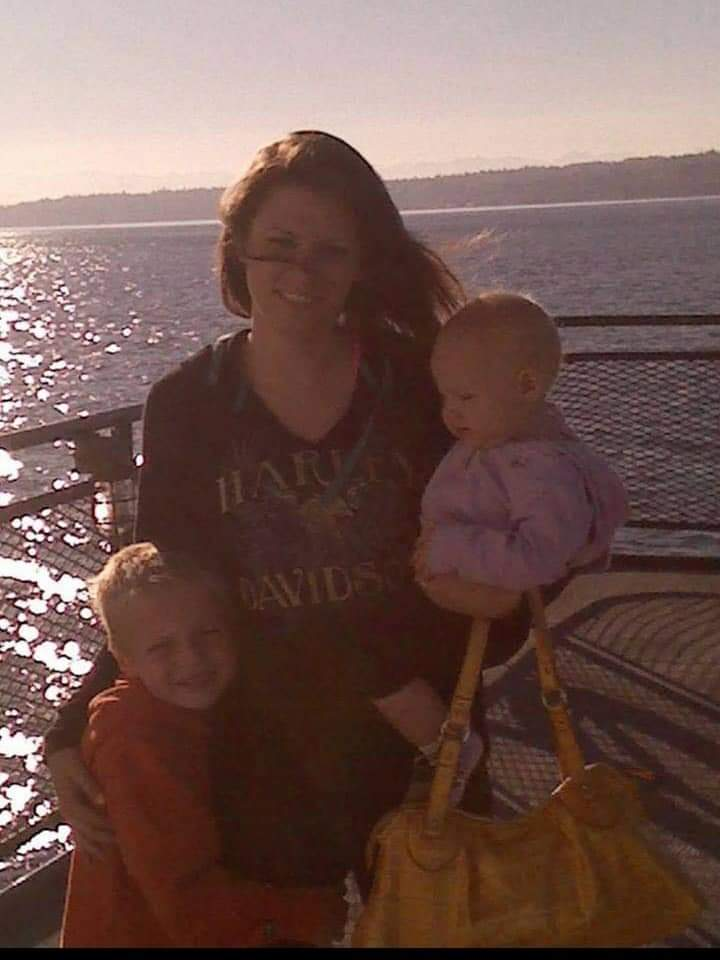 Lauren and kids when she came to visit me in Washington ❤ I love you girly and miss you tons. I hope you have found some peace and can now rest easy