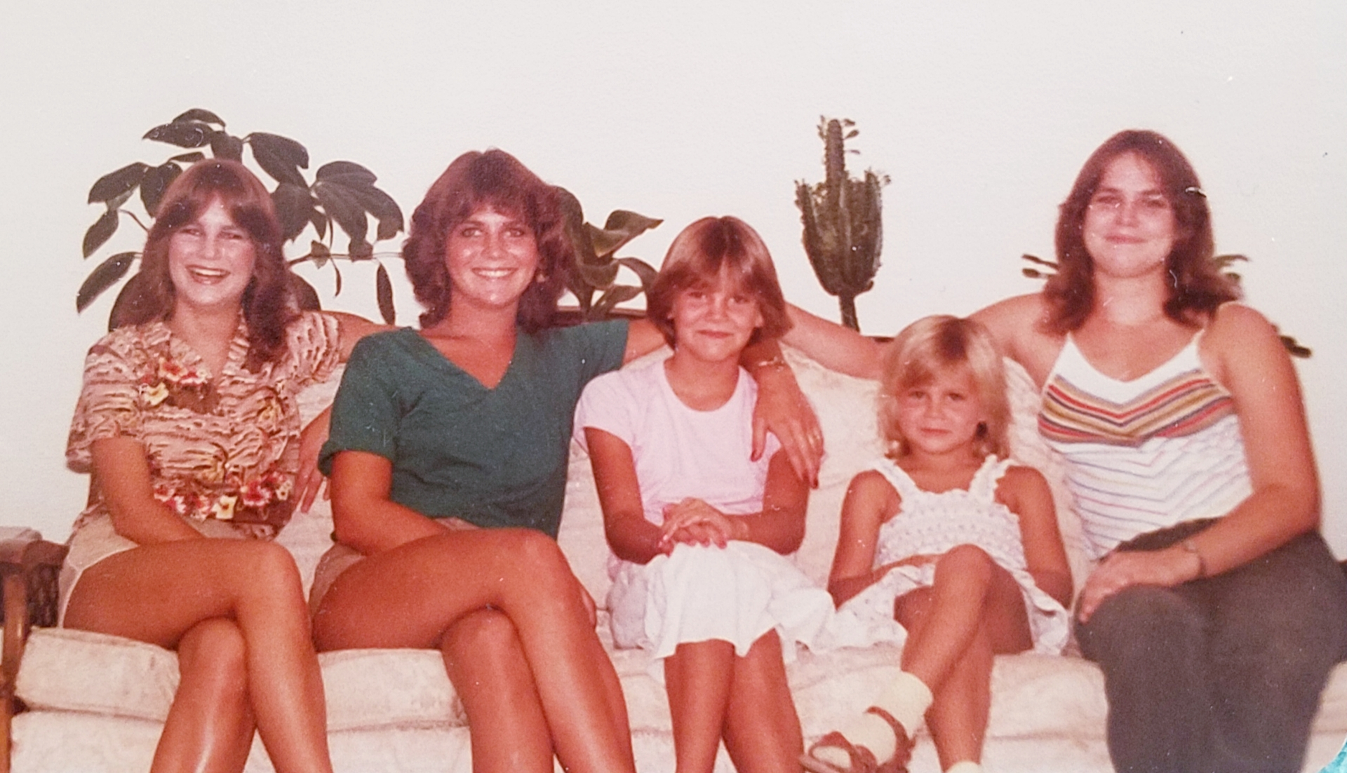 Julia (green top)with her sisters- Kelly, Missy, Kerry & Megan