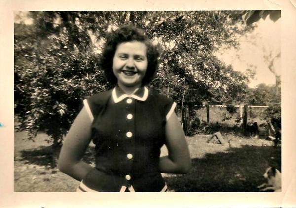 Lona, April 1952