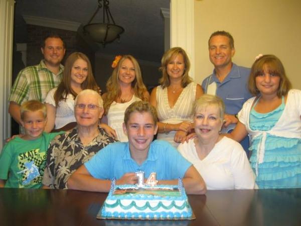 Gerald & Glenda with their children & grandchildren in 2013